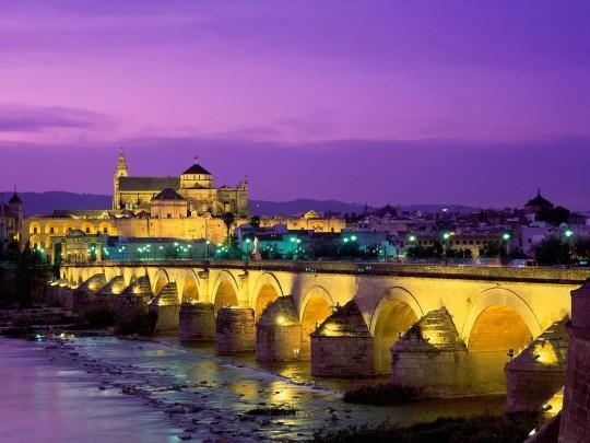 Puente romano sobre el río Guadalquivir en Córdoba.